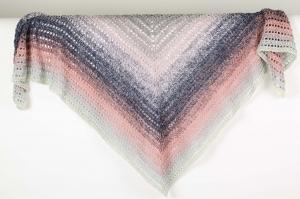 XXL Dreieckstuch handgehäkelt Schultertuch, Tuch, Stola luftig leicht im Muster-Mix m. schönem Farbverlauf - Handarbeit kaufen