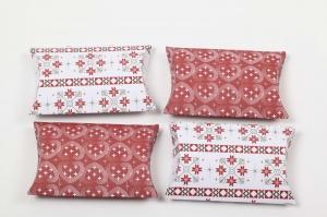 4 selbst gebastelte Pillow Boxen als Gastgeschenk/Geldgeschenk -Verpackung aus Motivkarton 270 gr - Handarbeit kaufen