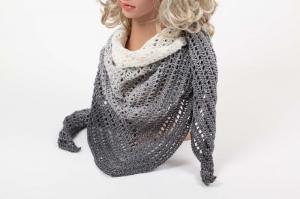 XL Dreieckstuch Schultertuch, Tuch, Stola luftig leicht super angenehm mit schönem Farbverlaufsgarn gehäkelt  - Handarbeit kaufen