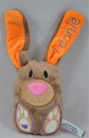 Kuscheltier Hase mit gesticktem Namen im Ohr und Füßen - Handarbeit kaufen