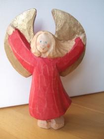 Engel aus Holz im roten Kleid, 15 cm, dynamisch
