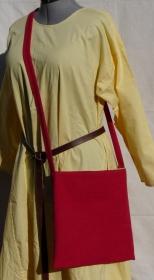 einfache Mittelaltermarkt taugliche Beutetasche als rot/hellgrüne Wendetasche
