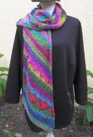 Karneval, handgestrickter Schal aus einem Wolle-Seide-Mohair-Gemisch