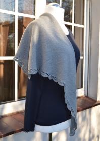 Handgestricktes Dreieckstuch / Schultertuch  aus weiche Merino- Baumwolle