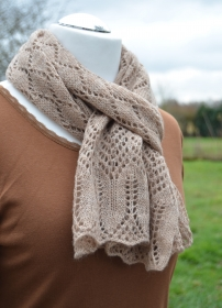Handgestrickte Schal / Stola aus feine Wollmischung in natur Farbton