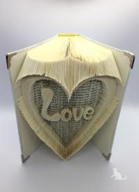 gefaltetes Buch mit Schrift ♥ Love ♥ mit festem Einband in Handarbeit verziert kaufen
