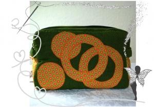 Handgenähte breite Kulturtasche mit Applikation,grün-orange - Handarbeit kaufen