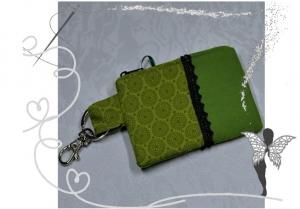 Grüner Schlüsselanhänger mit Geldbeutelfunktion und Reißverschluß - Handarbeit kaufen