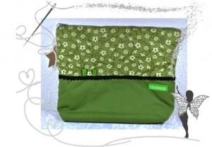 Schöne,große Kulturtasche mit  angenehmen Grüntönen,wattiert