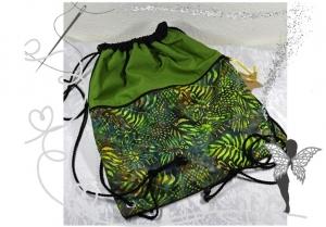 Praktischer Rucksack,Festivalrucksack,grün mit Batikstoff