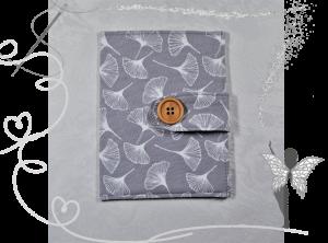 Handgemachte Impfpasshülle,grau mit Ginkgoblätter - Handarbeit kaufen