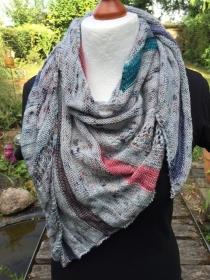 gestricktes Schultertuch aus Designerwolle in Merinoqualität