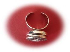 Ring mit handgearbeitetem Wechselbutton
