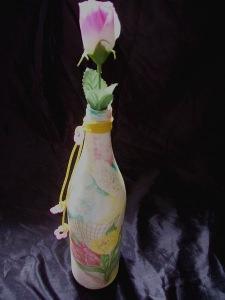 Blumige Flaschenvase  (Serviettentechnik)