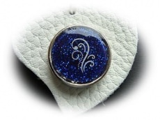 Schüssel-/Taschenanhänger Herz aus Leder mit Button
