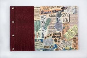 Gästebuch im DIN A4 Querformat in weinroter Leder-Optik und Newspaper-Motiv top als Geschenk