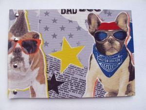 Handgemachtes Gästebuch im DIN A4 Querformat mit witzigem Mops Hund mit Sonnenbrille als Motiv zum Verschenken