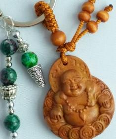 Buddha Anhänger aus Holz handgefertigt mit Metallapplikationen und Perlen einkaufen - Schlüsselanhänger Taschenanhänger EINZELSTÜCK