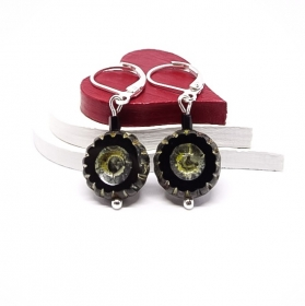 ♥ Silberfarbene Ohrringe mit tschechischen Glasperlen in schwarz mit Blumenmuster ♥