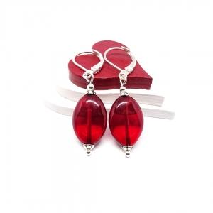 ♥ Silberfarbene Ohrringe mit tschechischen Glasperlen in transparent rot ♥