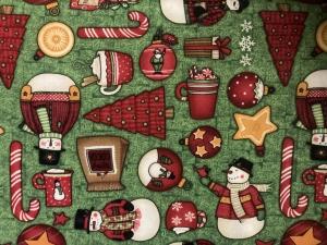 Baumwollstoff mit Weihnachtsmotiven auf grünem Grund - Handarbeit kaufen