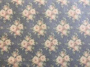 Tilda Stoff Rosen auf graublauem Grund - Handarbeit kaufen