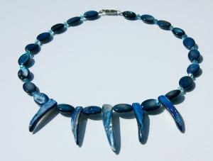 Halskette mit ZÄHNEN Perlmutt blau Unikat originell ausgefallen