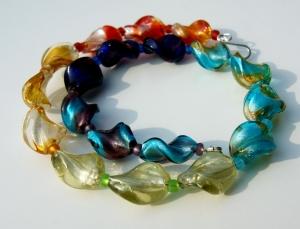 Halskette BUNT VERDREHT  Regenbogen Silberfolie Perlen verspielt Unikat