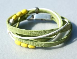 Wickelarmband FRÜHLING Velourleder Rindleder Keramik grün gelb lässig verspielt Unikat