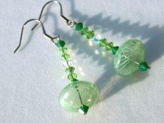 Ohrhänger UFO grün mundgeblasenes Glas Edelstahl Kristall ausgefallen verspielt originell lang elegant  - Handarbeit kaufen