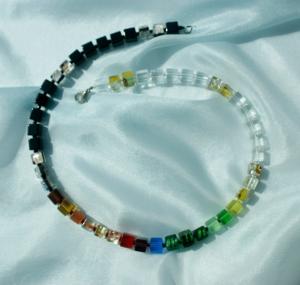 Halskette SCHWARZ-WEISS-BUNT Würfel Glas Silberfolie Cateye fröhlich leicht