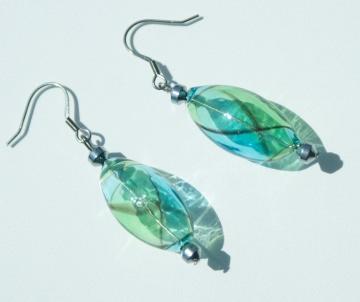 Ohrhänger SPIRALE blau grün mundgeblasenes Glas Hämatit Edelstahl ausgefallen verspielt  elegant