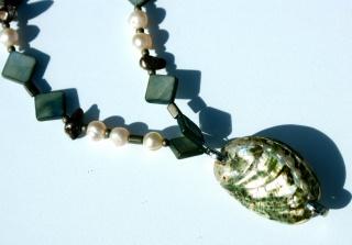 Anhänger-Kette grüne ABALONE - Muschel Zuchtperlen Biwa-Perlen Perlmutt lang Paua Natur