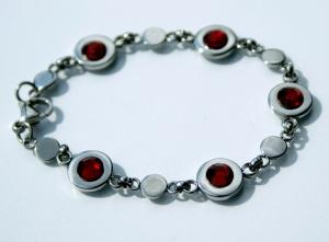 Armband EDELSTAHL zierlich rot Gliederarmband glänzend verspielt Leichtigkeit  - Handarbeit kaufen