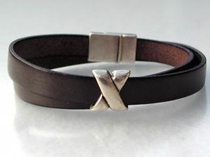 schlichtes Wickelarmband für Männer Leder braun Kreuz lässig