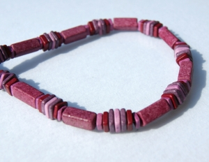 Halskette BEERIG Keramik pink fuchsia rosa lila Lederband Magnetverschluss - Handarbeit kaufen