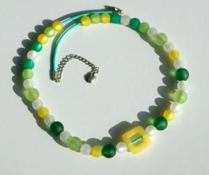 Halskette GELB-GRÜN Polarisperlen Lederband  - Handarbeit kaufen