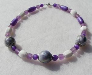 Kette FRISCHER FLIEDER weiß violett flieder Koralle Harz Holz