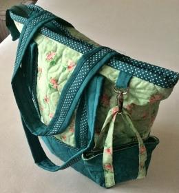 Reise- und Einkaufsshopper in Grün mit extra Täschchen aus Baumwolle