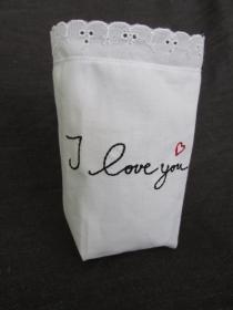 Windlicht aus Stoff   - Hochzeitsdekoration - Hochzeit -Tischdeko - Liebeserklärung - Muttertag - Muttertagsgeschenk  -Lichterbeutel  - Vasenhusse  -  Geschenkesackerl - handgemac - Handarbeit kaufen