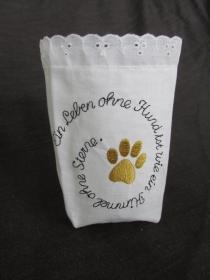 Windlicht aus alter Weißwäsche bestickt - Hundeliebe - Stoffwindlicht - Lichterbeutel  - Vasenhusse - Lichtsackerl - Geschenkebeutel  - handgemachte Geschenke - Handarbeit kaufen