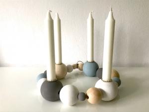 Jahreszeitenkarnz aus Holz -  Holzkranz - Holzkugeln - skandinavisch - Holzleuchter - Jahreszeitentisch - Holzkerzenständer - Kerzenständer - Adventskranz - Handarbeit kaufen