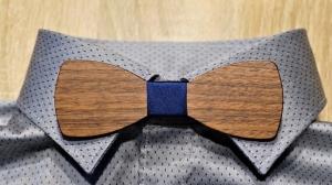 Holzfliege aus Walnussholz Herren-Fliege mit elegantem Stoffband blau handgefertigt Shabby Chic Querbinder Bräutigam Hochzeit