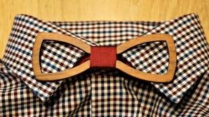 Holzfliege für Männer Herren-Fliege mit Ausschnitt und elegantem Stoffband bordeaux handgefertigt Shabby Chic Querbinder Bräutigam Hochzeit