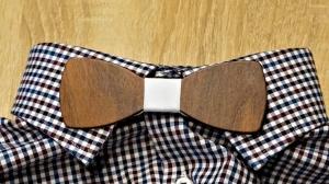 Holzfliege aus Walnussholz Herren-Fliege mit elegantem Stoffband weiß handgefertigt Shabby Chic Querbinder Bräutigam Hochzeit