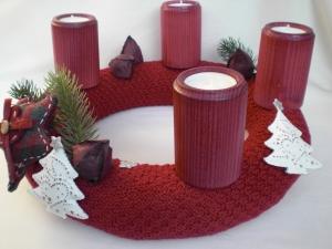 Adventskranz gestrickt im neuen Trend mit Holz-Teelichthaltern