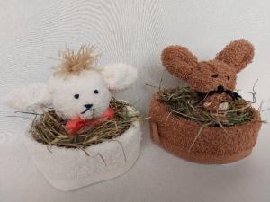 2 Osternester: ein Häschen und ein Schäfchen, je aus einem Waschlappen, kaufen - Handarbeit kaufen