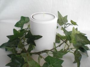 weißer gedrechselter Teelichthalter aus Holz für Jumbo-Teelichter