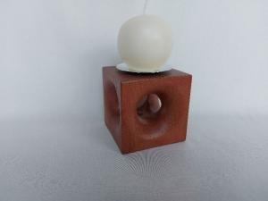 Kerzenständer aus Holz mit Durchbruch, in Handarbeit gefertigt aus Mahagoni