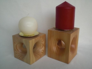 Kerzenständer aus Holz in Würfelform mit Durchbruch, in Handarbeit gefertigt aus Tanne/Kiefer